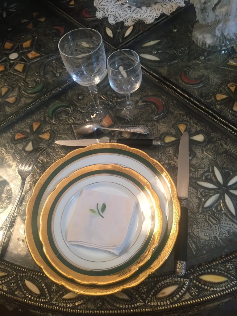 chargez les images pour visualiser cette table de Noel chic et emprunte de savoir-vivre